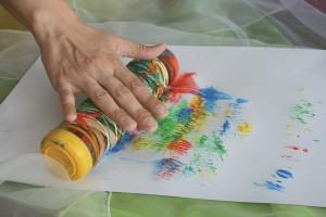 Divertirse y pintar con niños con discapacidad