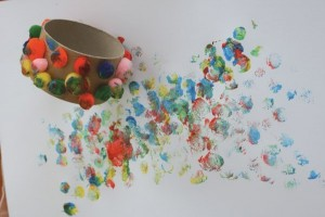 Aprender a pintar con un niño con discapacidad