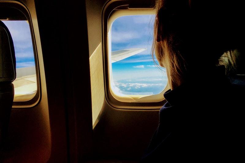 niño-en-avion