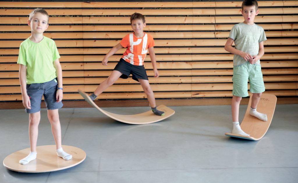 Chicos sobre tablas de equilibrio Wobbel